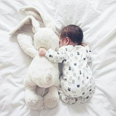 All the snuggles ♥️ newborn photography Maternity Kangaroo baby pocket Hoodi. - All the snuggles ♥️ newborn photography Maternity Kangaroo baby pocket Hoodie with Babies Carri - Newborn Baby Photos, Baby Poses, Newborn Shoot, Newborn Pictures, Baby Newborn, Newborn Photo Props, Maternity Session, Newborn Photography Poses, Newborn Baby Photography
