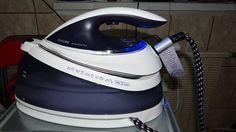 Intrucat am primit spre testare statia de calcat Philips Perfect Pure am comparat-o cu fierul meu de calcat pe care il aveam acasa – au rezultat urmatoarele:  1. Statia este gata de utilizare rapid – 2 minute si te apuci de treaba. Si fierul de calcat este gata de utilizare rapid. Kettle, Kitchen Appliances, Iron, Diy Kitchen Appliances, Tea Pot, Home Appliances, Boiler, Kitchen Gadgets, Steel