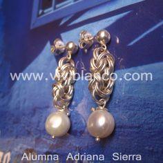 Aretes / Zarcillos de argollas de plata encadenadas y perlas cultivadas. Curso de Joyería de ViviBlanco.