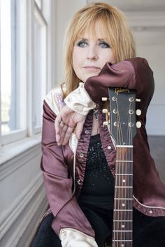 Ep282 - Lori Yates - Lori Yates plays tracks from Sweetheart Of The Valley and talks about meeting Billy Sherrill, her songwriting workshops, and why she loves the long notes.  Also on this episode, I've got that new vintage country album from the Cactus Blossoms, some beautiful folk rock from The Chapin Sisters, and new rock & roll from Alex Culbreth. I've also got more from The Black Lillies, The Jarm City Junction, Clark Paterson, and much more.