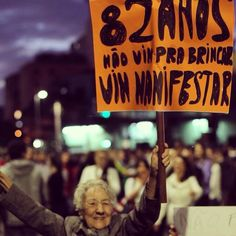 82 anos, não vim pra brincar, vim manifestar. 82 years, did not come to play, come to manifest.  #changebrazil