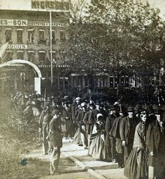 Mourning queue for Lincoln's viewing, Springfield Ill. May 1865. | In the Swan's Shadow