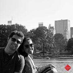 Foto tirada no momento que Alexandre Muzeka pede em casamento Luiza Mussnich no Central Park em Nova Iorque.  Eles estão com o casamento marcado para abril/2014 e cada vez mais felizes com a proximidade da data.  Participe! Durante o Mês das Noivas vamos homenagear os noivos mais felizes do mundo! Envie sua foto para redessociais@tecnisa.com.br as melhores fotos serão publicadas em nosso Álbum - Mês das Noivas.
