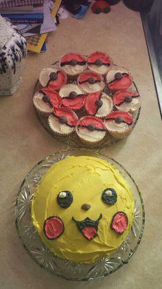 Pikachu cake and cupcakes Pokemon Cupcakes, Pokemon Torte, Happy Birthday Sam, 10 Birthday Cake, 10th Birthday, Birthday Ideas, Pokeball Cake, Pikachu Cake, Pokemon Birthday