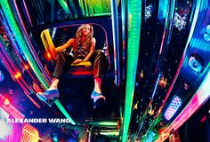 アレキサンダー ワンの新広告ビジュアル - スティーブン・クラインが映し出すLEDのパーティバスの写真4