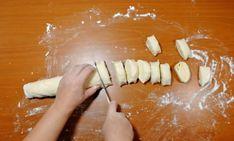 Turtițe cu cașcaval la tigaie – se prepară ușor și se mănâncă repede! - Retete Usoare Kefir, Waffles, Pancakes, Camembert Cheese, Good Food, Dairy, Cooking Recipes, Muffins, Basket