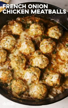 Pety Kitchen: French Onion Chicken Meatballs We think everything can be improved by adding meatballs to it. Even French onion soup. It turns an appetizer soup into a full meal and don't worry, we. Turkey Recipes, Meat Recipes, Healthy Recipes, Onion Recipes, Healthy Food, Recipies, Cheese Recipes, Recipes Dinner, Free Recipes