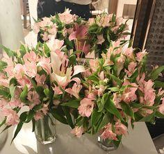 """474 curtidas, 3 comentários - Decor•home•festa•mesa•trip (@pontodecor) no Instagram: """"Flores da #casacorsp2017 para desejar-lhes uma noite abençoada e linda! 🍃🌸🙏🏼🌸🍃 www.homeidea.com.br…"""""""