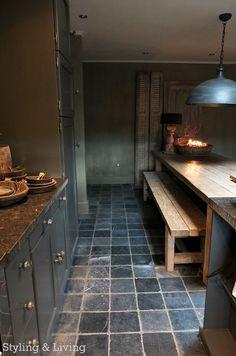 Einblick in die Wohnküche Styling & Living, Rustic Kitchen, Country Kitchen, Kitchen Decor, Kitchen Design, Kitchen Time, Kitchen Living, New Kitchen, Hotel Room Design, Simple Living Room