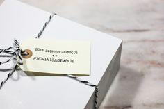 caixas de pastelaria + fio de algodão + etiquetas + carimbos