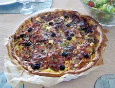Middelhavspai med fetaost, soltørket tomat, oliven og mye annet digg