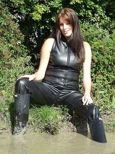 Glamour in Wellies Hunter Wellies, Hunter Boots, Rubber Catsuit, Girls Pants, Rain Wear, Leather Boots, Glamour, Women, Black Rubber