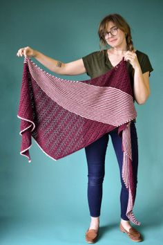 Ravelry: Ciri pattern by Rachel Brockman Knitting Patterns Free, Free Knitting, Free Pattern, Shawl Patterns, Weaving Patterns, Baby Knitting, Black Tulips, Universal Yarn, Ciri