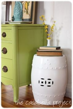DIY garden stool...need to find one at a thrift store and get my spray paint on.