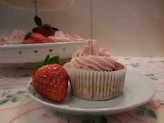 Bananen-Cupcakes mit Erdbeer-Topping