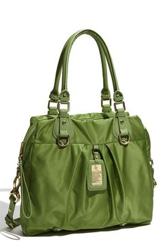 Um yeah, so I totally caved and bought this bag last weekend and I'm obsessed with it! #green #purse