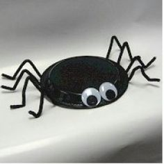 Paper Plate Spider  This is a fun and easy Halloween project for little crafters.