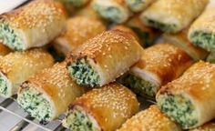 I wish I could share with those freshly baked delicious feta and spinach pastries ❤️❤️❤️ Organic Recipes, Indian Food Recipes, New Recipes, Cooking Recipes, Spinach Rolls, Spinach And Cheese, Mediterranean Appetizers, Cheese Rolling, Savory Tart
