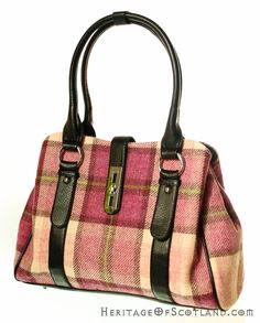 Click on the photo to go to our online store. Plaid handbag.    Ladies Wool Tartan Handbag, Clasp, Pink Check    Product ID: 18964
