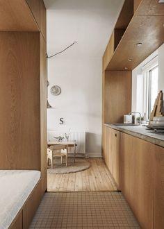 Ljust trä och kreativ förvaring i arkitektens hem   ELLE