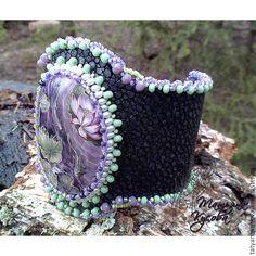 """Купить Браслет из кожи ската """"Карпы и лотосы"""" - черный, фиолетовый, зеленый, розовый, браслет"""