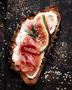 WHO LOVES PHOTOGRAPHY EDITING HERE? If you want to see the before and after editing of this parma ham and fig toast, click to see the difference and what I did to make the colours pop! If you are a food blogger looking to take beautiful images, check my 1 to 1 coaching sesions for food photographers! @healthylittlecravings Dark Food Photography, Photography Editing, Healthy Carbs, Most Delicious Recipe, Food Cravings, Creative Food, Meat Recipes, Easy Dinner Recipes, A Food