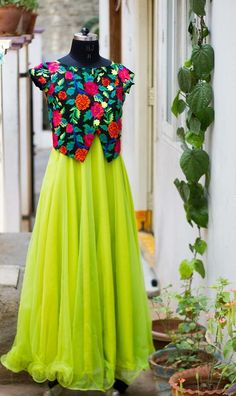 Sewing skirts for teens for women 21 Ideas Indian Gowns, Indian Wear, Indian Outfits, Pakistani Outfits, Salwar Designs, Blouse Designs, Anarkali Dress, Kurti Skirt, Gown Dress