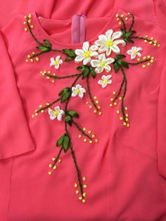 Simple Embroidery Designs, Basic Embroidery Stitches, Hand Embroidery Videos, Bead Embroidery Patterns, Embroidery On Kurtis, Kurti Embroidery Design, Embroidery On Clothes, Embroidery Flowers Pattern, Ribbon Embroidery Tutorial
