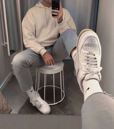 All kinds of vintage outfits are available for boys, some for winter and some for summer. For those boys who are interested in fashion and like to exp. Stylish Mens Outfits, Casual Outfits, Men Casual, Mode Streetwear, Streetwear Fashion, Air Force 1 Outfit, Vintage Outfits, Mode Man, Outfits Hombre