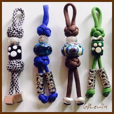 Key fobs made out of para-cord and featuring Trollbeads with macrame knots. Paracord Keychain, Diy Keychain, Paracord Bracelets, Leather Keychain, Keychains, Rope Crafts, Bead Crafts, Paracord Tutorial, Yarn Dolls