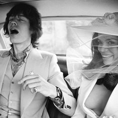 Mick Jagger married Bianca Jagger in the south of France wearing Savile Row tailor Tommy Nutter Bianca Jagger, Mick Jagger, Le Smoking, Wedding Dresses Photos, Wedding Outfits, Bridal Dresses, Bridesmaid Dresses, Studio 54, Moda Vintage