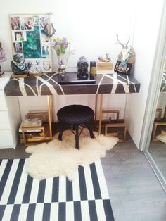 diy desk- wood top+gold greek key legs- http:// houseatheart.blogspot.ro/