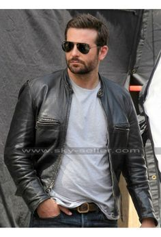 hairy hottie jerks in his leather jacket