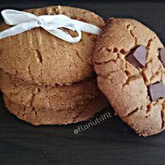 """1,385 curtidas, 147 comentários - 🍏FLÁVIA DINIZ NUTRICIONISTA🍎 (@flanutrifit) no Instagram: """"COOKIES DE PASTA DE AMENDOIM INTEGRAL 💪 Esse é o melhor cookie que já fiz, delicioso, crocante e…"""""""
