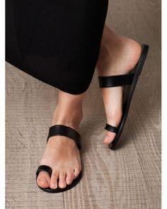 Look Paula, unpainted toenails!  Aren't they lovely?