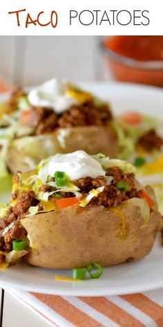 Taco Potatoes are loaded with seasoned ground beef, cheese, lettuce, sour cream and salsa all over a baked potato. These are so delicious and are everything you love about a taco and a comforting baked potato! with ground beef and potatoes Taco Potatoes Stuffed Baked Potatoes, Loaded Baked Potatoes, Loaded Potato, Healthy Baked Potatoes, Latin Food, Easy Dinner Recipes, Easy Meals, Dinner Ideas, Potato Tacos