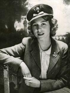 Queen Elizabeth Was A Badass Truck Driver And Mechanic During World War II - ALLDAY