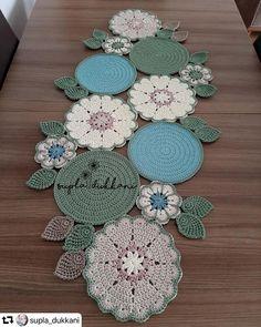 Diy Arts And Crafts, Diy Crafts To Sell, Crochet Stitches, Knit Crochet, Crochet Table Mat, Crochet Backpack, Crochet Curtains, Crochet Circles, Crochet Home Decor