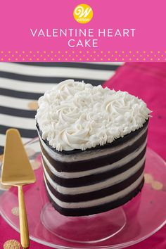 Baking a yummy layer cake doesn't have to be difficult with this Easy Layers! Find more heart-shaped cakes at Wilton. Valentines Day Desserts, Valentine Cookies, Christmas Desserts, Heart Shaped Cakes, Heart Cakes, Desserts To Make, Dessert Recipes, Icing Decorations, Striped Cake