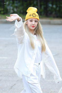 Kpop Girl Groups, Korean Girl Groups, Kpop Girls, Loona Kim Lip, Programa Musical, Wendy Red Velvet, New Girl, South Korean Girls, Cool Girl