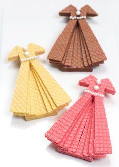 Hit The Recipe Runway mit Sugar Wafer Dress Cookies ⋆ Handmade Charlotte - Dessert Edible Crafts, Food Crafts, Charlotte Dessert, Pizza Fruit, Waffles, Fingerfood Party, Ladies Luncheon, Wafer Cookies, Cookie Tutorials