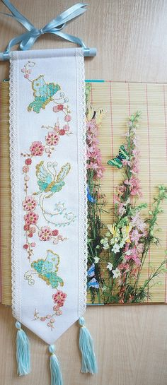 LESLEY TEARE L'Extrême Orient au point de croix - Blossom and butterflies cross stitch by Lesley Teare
