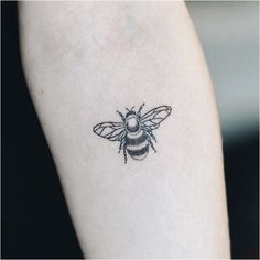 Awesome tiny tattoos ideas are available on our site. look at this and you will. - Awesome tiny tattoos ideas are available on our site. look at this and you will not be sorry you di - Bumble Bee Tattoo, Honey Bee Tattoo, Skull Tatto, Neck Tatto, Bug Tattoo, Small Chest Tattoos, Tiny Tattoos For Girls, Piercing Tattoo, Piercings