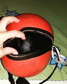 Reciclando bola de basquete que iria para o lixo: bolsa esportiva feita de bola de basquete