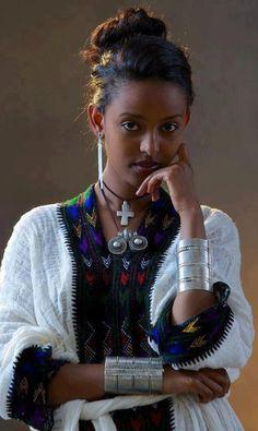 Lady's style! (Ethiopian kamis & jewellery)