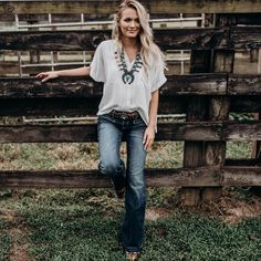 36 Stunning Women Rodeo Outfit Ideas Looks Like CowgirlYou can find Country outfits and more on our Stunning Women Rodeo Outfit Ideas Looks Like Cowgirl Rodeo Outfits, Country Girl Outfits, Western Outfits Women, Cowgirl Style Outfits, Adrette Outfits, Southern Outfits, Country Fashion, Preppy Outfits, Fashion Outfits