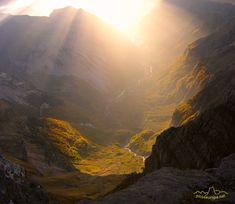 El Valle de Pineta en Otoño desde el Balcon de Pineta, Pirineos de Huesca, Aragon, Parque Nacional Ordesa y Monte Perdido