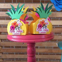 Mais um lindo abacaxi!! #temaflamingoeabacaxi #personalizadosluxo #personalizadosdeluxo #scrapfestas #partykids #festejandoemcasa #festaflamingo
