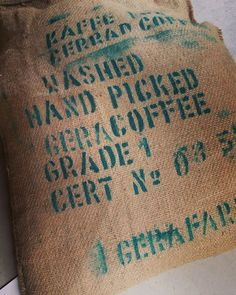 ETHIOPIA KAFFA GERA PLANTATION エチオピア新豆入荷しましたコーヒー発祥の地カッファ地域ゲラ農園 柑橘系の酸味と香りの上品なフレーバーとコクのバランスが素晴らしいコーヒーですウェブショップで先行販売開始しました店頭には来週から並びます  また0時からスタートするYahooショッピングいい買い物の日セールに50%オフ商品を出品しています ぜひチェックしてください  #coffee #ethiopia #スペシャルティコーヒー #コーヒー #エチオピア #高槻 #大阪 #高槻コーヒー #大阪コーヒー #大阪カフェ #高槻カフェ #カフェ