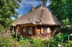 Muzeum_Rolnictwa_w_Ciechanowcu Poland Cottage Architecture Traditional Countryside Eastern European garden Wooden Architecture, Vernacular Architecture, Adult Tree House, Natural Pond, Farmhouse Landscaping, Cottage Art, Unusual Homes, Cabin Homes, Little Houses